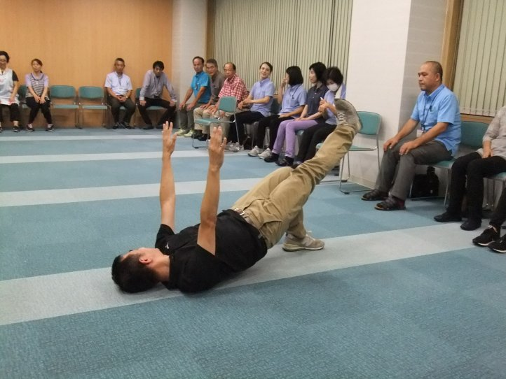 平成30年度腰痛予防の体操① (13)